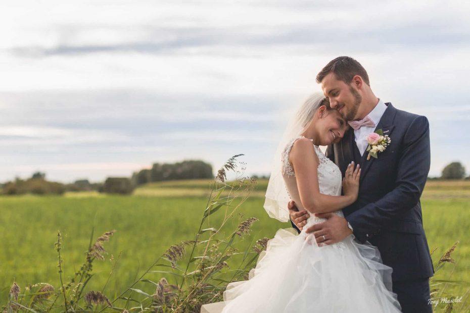 couple de mariés au clos du bac nieppe